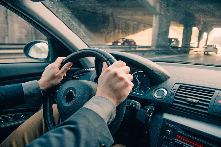 دلایل لرزش فرمان هنگام ترمزگیری خودرو